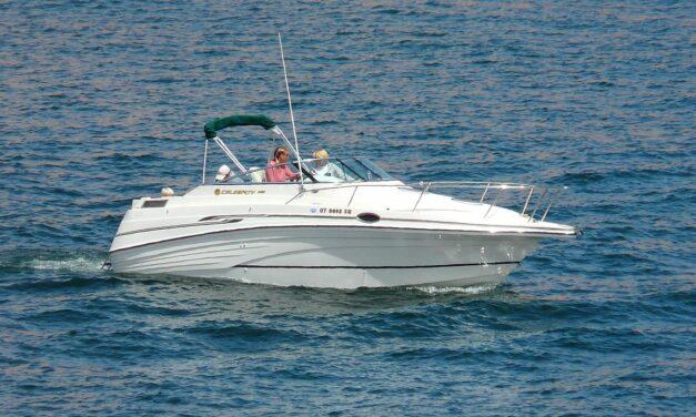 Hvor stor en motorbåd må man sejle med speedbådskørekort